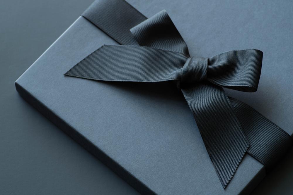 黒いプレゼントボックス